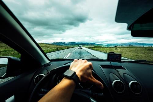 ¿A qué velocidad puedo circular por carreteras convencionales?